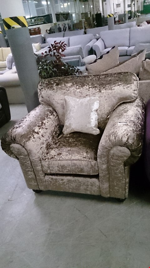 Lot 1229 DESIGNER LLB SCAPA GOLDEN CRUSHED VELVET FABRIC ARM CHAIR
