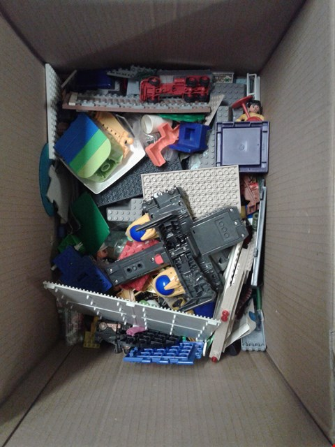 Lot 11165 BOX OF ASSORTED LEGO PIECES AND SMALL TOYS