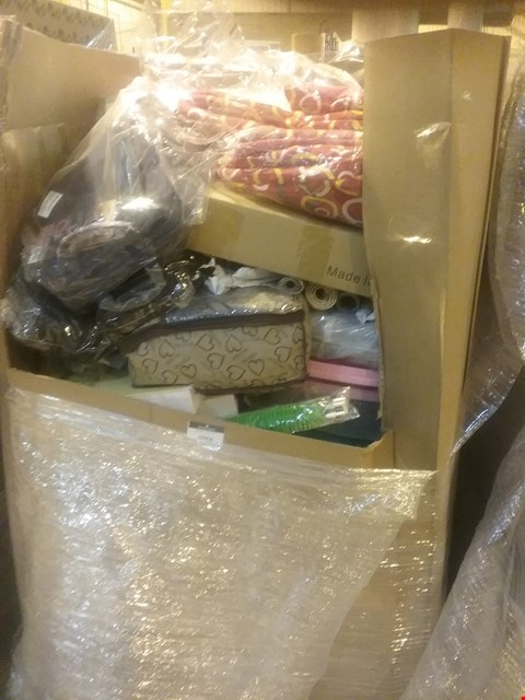 Lot 6058 LARGE PALLET OF ASSORTED ITEMS INCLUDING, PET BEDS, BATH MAT SET, BAMBOO CHEESE BOARD & CUTLERY SET, CAMERA BACK PAC, GIFT WRAP, ALPHABET FLOOR MATS,