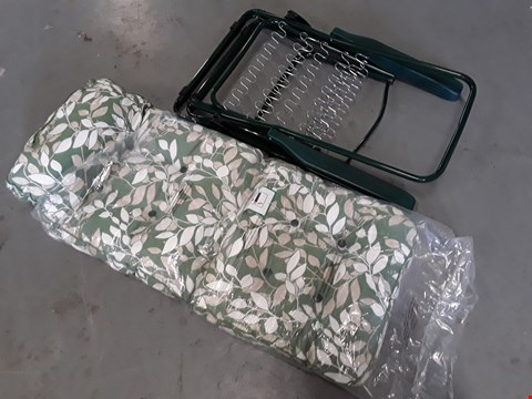 Lot 5267 GREEN METAL FRAMED SUN LOUNGER WITH FLORAL PRINT CUHION