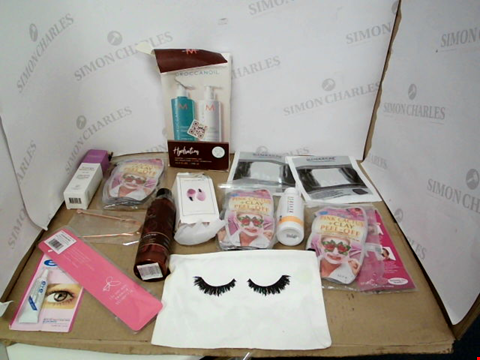 Lot 10783 BOX OF A SIGNIFICANT QUANTITY OF ASSORTED COSMETIC ITEMS TO INCLUDE FLEXITOL HEEL BALM, WELEDA SKIN FOOD, HIMALAYAN SALT INHALER ETC