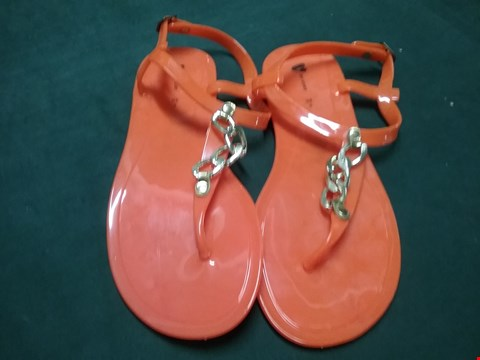 Lot 15 PAIR OF ORANGE FLIP FLOPS WITH CHAIN DETAIL SIZE 5