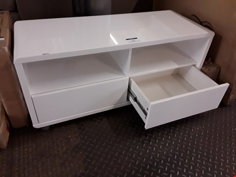 Lot 7030 DESIGNER WHITE GLOSS ENTERTAINMENT UNIT