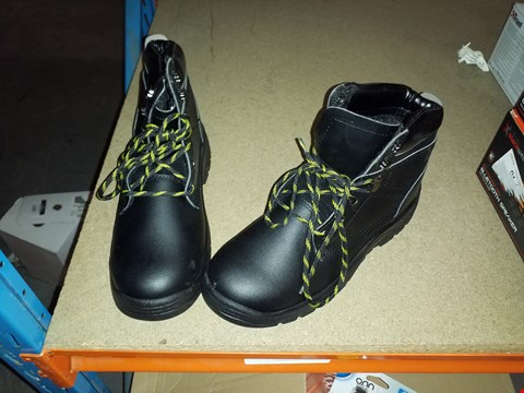 Lot 1269 BOXED S3 6 EYELET SAFETY BOOTS BLACK, SIZE 8