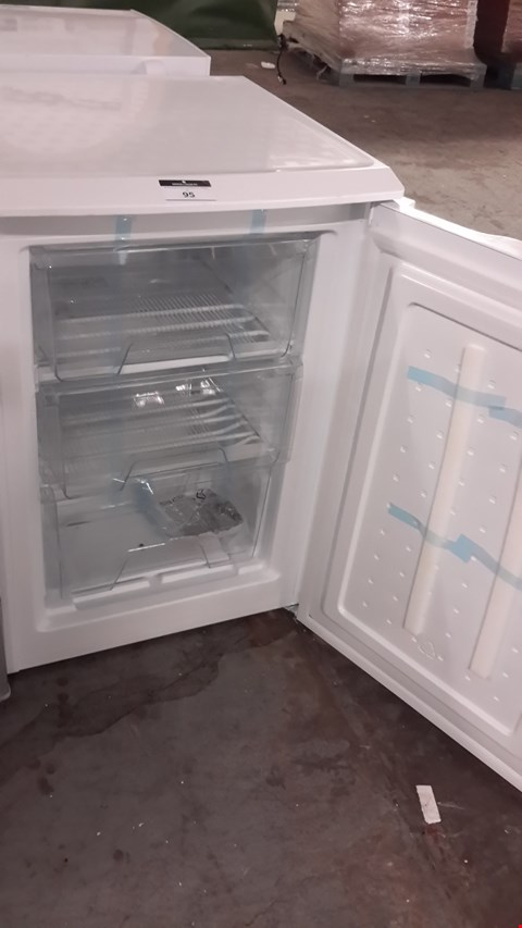 Lot 95 SWAN WHITE UNDER COUNTER FREEZER SR70180W RRP £149.99