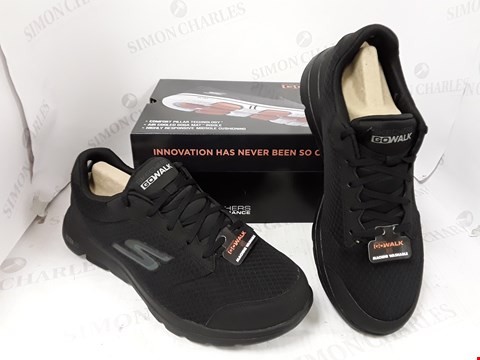 Lot 10720 BOXED PAIR OF SKETCHERS GO WALK 5 TRAINERS SIZE 9