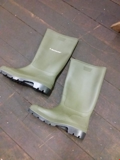 Lot 9022 DUNLOP RUBBER WELLINGTON BOOTS - GREEN SIZE 9