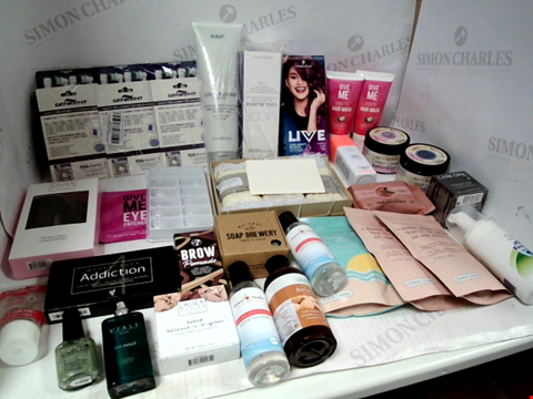 Lot 11059 LOT OF ASSORTED HEALTH & BEAUTY PRODUCTS TO INCLUDE: SCHWARZKOPF HAIR COLOUR, ELECTRIC TOOTHBRUSH HEADS, ASSORTED BATHROOM & COSMETICS PRODUCTS