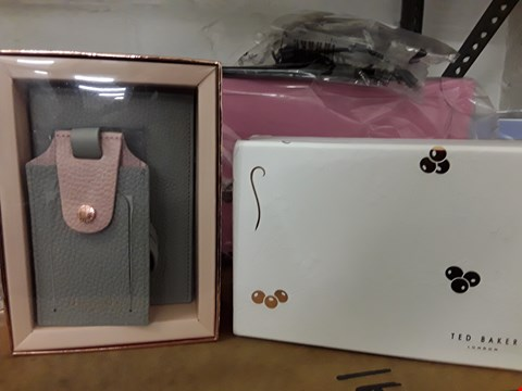 Lot 75 DESIGNER BOXED TED BAKER LONDON GREY LEATHER PASSPORT COVER AND LUGGAGE TAG GIFT SET