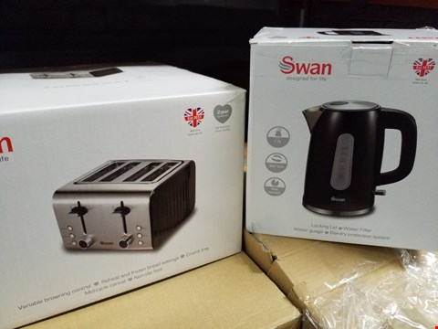 Lot 3573 SWAN KETTLE AND 4 SLICE TOASTER PACK RRP £69.99