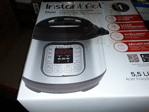 Lot 519 INSTANT POT 7 IN 1 PRESSURE COOKER