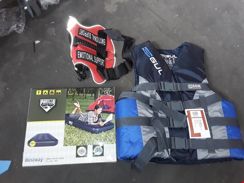 Lot 2574 LOT TO INCLUDE DOG COAT, LIFE JACKET, AIRBED