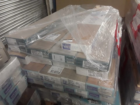 Lot 917 PALLET OF APPROXIMATELY 20 PACKS OF ASSORTED LAMINATE FLOORING