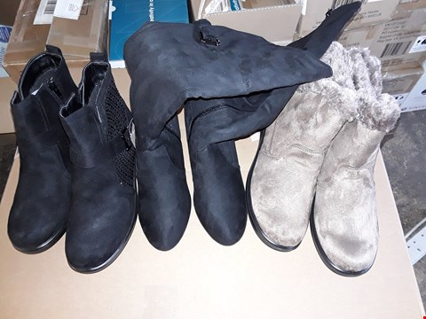 Lot 204 BOX OF APPROXIMATELY 9 ASSORTED BOXED FOOTWEAR ITEMS TO INCLUDE FUR TRIM ZIP ANKLE BOOTS SIZE 8, SUEDETTE TALL BUCKLE BOOTS SIZE 4, DIAMANTE TRIM BUCKLE ANKLE BOOTS SIZE 6