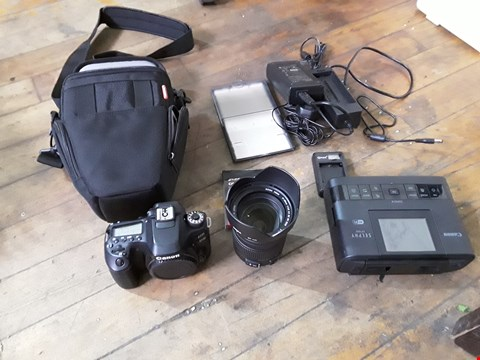 Lot 50 LOT OF ASSORTED PHOTOGRAPHY ITEMS TO INCLUDE A CANON 80D CAMERA BODY, SIGMA DC 17-50MM ZOOM LENS, CANON SELPHY PRINTER AND ASSORTED ACCESSORIES