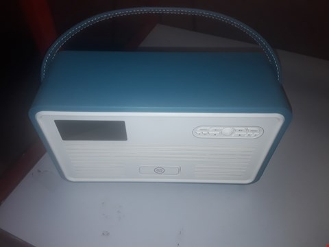 Lot 120 VIEWQUEST RETRO MINI DAB PORTABLE RADIO