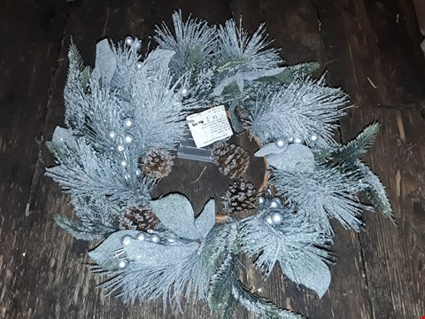 Lot 6042 LOT OF 2 TO INCLUDE PINECONES LIT WREATH, WHITE WOOD LIT CANDLE BRIDGE SCENE  RRP £50