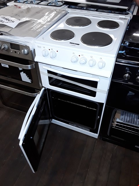 Lot 12026 SWAN SX15811W 50CM WIDE FREESTANDING TWIN CAVITY ELECTRIC COOKER