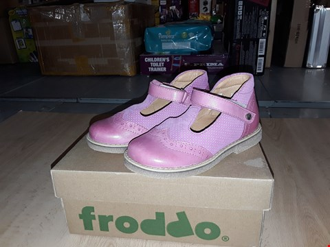 Lot 12448 BOXED FRODDO PINK LEATHER VELCRO STRAP SHOES UK SIZE 8.5 JUNIOR
