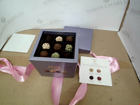 Lot 13416 SPECIAL TRUFFLES AND CHOCOLATE SELECTION GIFT BOX WITH HAND TIED RIBBON 220G RRP £18.99