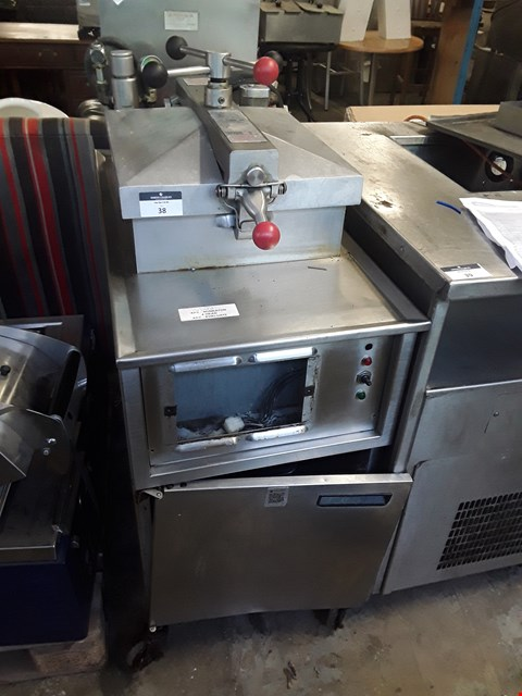 Lot 38 HENNY PENNY COMMERCIAL 4 HEAD ELECTRIC FRYER