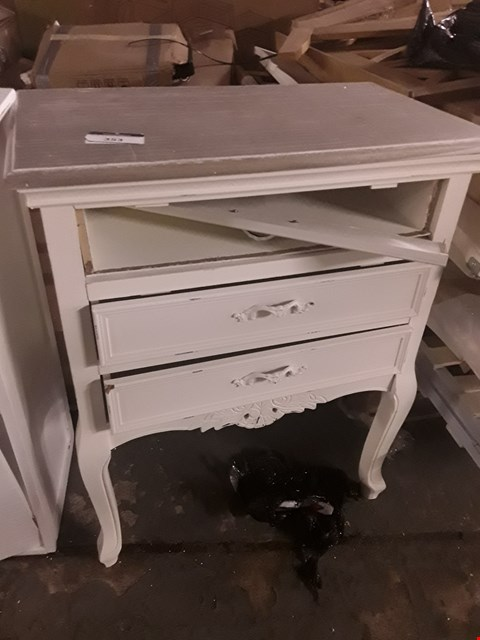 Lot 1151 DESIGNER WHITE PAINTED 3 DRAWER PERIOD STYLE CHEST