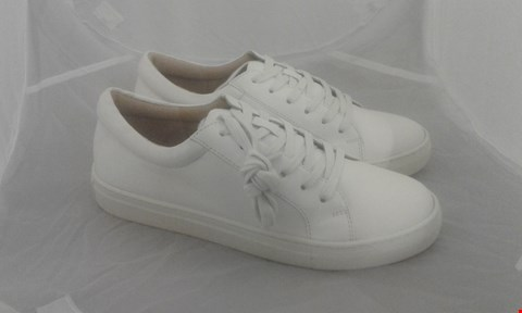 Lot 2023 PAIR OF LARA LEATHER LACE UP SIZE 6