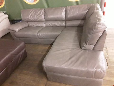 Lot 65 QUALITY ITALIAN DESIGNER ALVERA GREY LEATHER FIXED CORNER CHAISE SOFA WITH CONTRAST DETAIL STITCHING