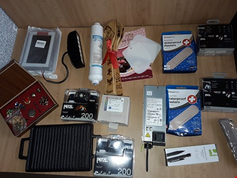 Lot 2514 BOX OF APPROXIMATELY 18 ASSORTED ITEMS TO INCLUDE PETZL 200 CAMPING HEAD TORCH, ZELDA COLLECTION SET AND WATERPROOF PLASTERS