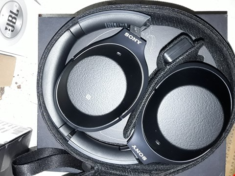 Lot 8140 SONY WH-1000XM2 WIRELESS OVER-EAR NOISE CANCELLING HIGH RESOLUTION HEADPHONES