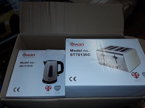 Lot 1266 SWAN KETTLE AND 4 SLICE TOASTER SET  RRP £60