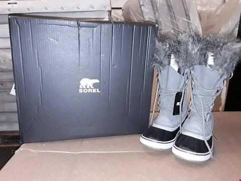 Lot 31 BOXED SOREL JOAN OF ARCTIC QUARRY BLACK SIZE 9UK/43EUR