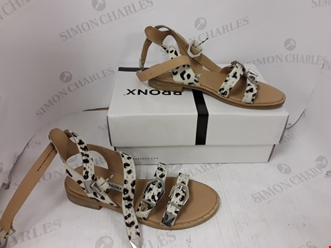 Lot 890 BOXED PAIR OF BRONX ANIMAL PRINT SANDALS SIZE 39