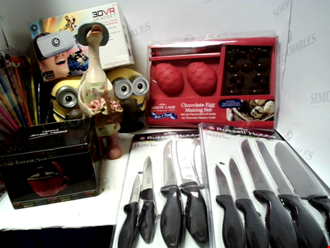 Lot 5033 BAG OF ASSORTED ITEMS TO INLCUDE KNIFE SETS, 3DVR HEADSET, MONEY BOXES ETC