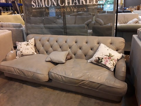 Lot 9016 QUALITY BRITISH DESIGNER GREY LEATHER PERIOD STYLE BUTTONED BACK THREE SEATER SOFA