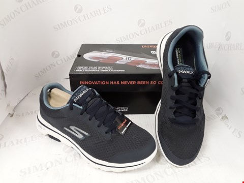 Lot 909 BOXED PAIR OF SKETCHERS GO WALK 5 TRAINERS SIZE 10