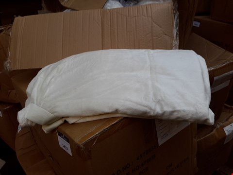 Lot 542 BOX OF 10 KING SIZE MATTRESS TOPPER COVERS WITH ANCHOR BANDS