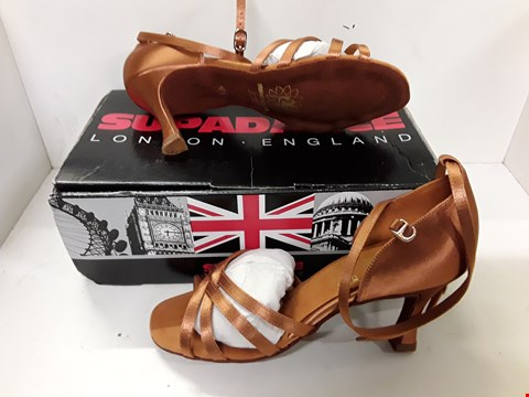 Lot 4021 PAIR OF DESIGNER LADIES BRONZE COLOURED SHOES IN THE STYLE OF SUPADANCE SIZE UK 4.5