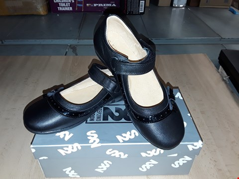 Lot 12491 BOXED STEP2WO HINTO BLACK LEATHER BOW DETAIL VELCRO SHOES UK SIZE 1