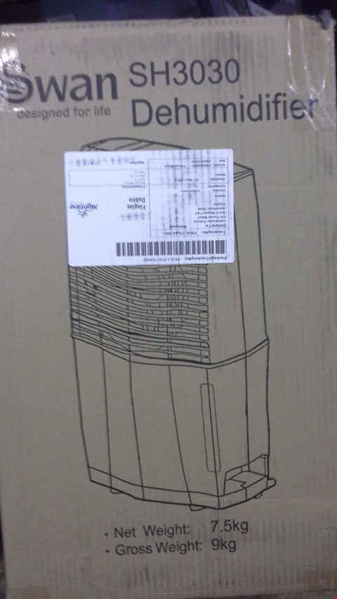 Lot 267 BOXED SWAN SH3030 DEHUMIDIFIER  RRP £135.00