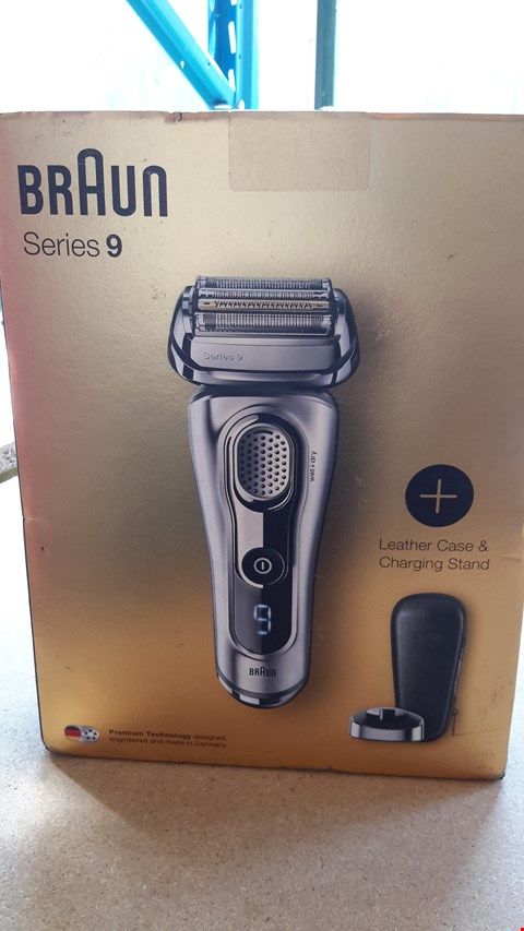 Lot 98 BRAUN SERIES 9 ELECTRIC SHAVER