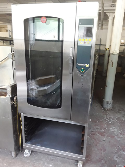 Lot 13539 COMMERCIAL STAINLESS STEEL VANGUARD 10 GRID CONVECTION OVEN