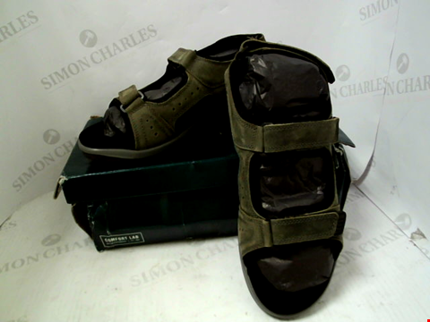 Lot 26 BOXED PAIR OF DESIGNER KHAKI HOTTER ACTION SANDALS - UK SIZE 11