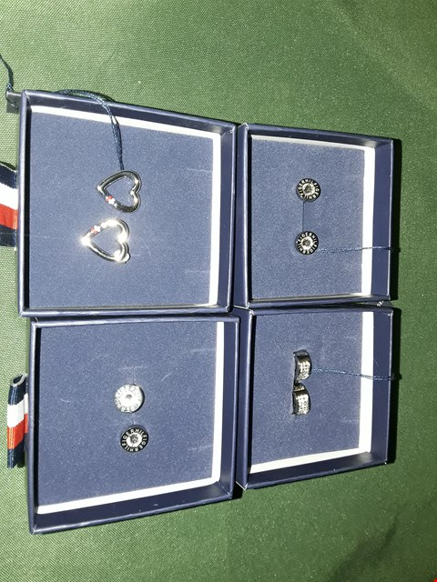 Lot 4022 LOT OF 4 ASSORTED TOMMY HILFIGER JEWELLERY ITEMS TO INCLUDE  SILVER AND DIAMOND STUDS, SILVER BAND EARRINGS, SILVER HEART EARRINGS