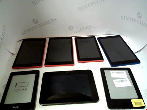 Lot 725 LOT OF APPROXIMATELY 34 ASSORTED TABLET AND E-READERS TO NCLUDE KINDLE, FIRE ETC