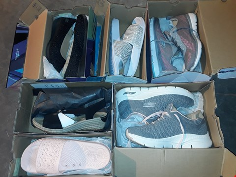 Lot 6100 LOT OF 6 ASSORTED PAIRS OF SHOES AND TRAINERS IN VARIOUS SIZES