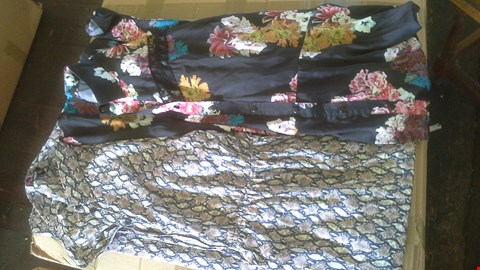 Lot 7016 BOX OF APPROX 26 LADIES ASSORTED MAXI SHIRT DRESSES
