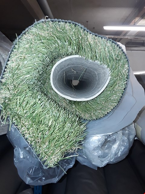 Lot 3039 ROLL OF ARTIFICIAL GRASS, SIZE UNSPECIFIED