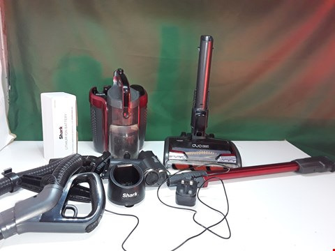 Lot 131 SHARK CORDLESS POWERED LIFTAWAY ANTI-HAIR WRAP TRUEPET VACUUM ICZ160UKT