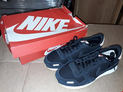 Lot 39 BOXED NIKE AIR VRTX LTR BLACK /BLACK-PRALINE-SAIL SIZE 9UK/43EUR